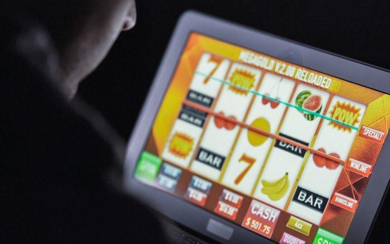 Must Read Online Gambling Reviews before You Gamble